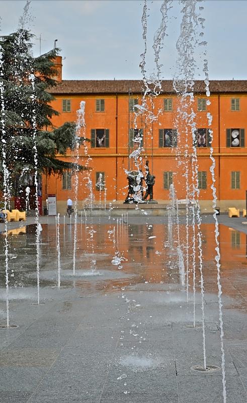 Palazzo dei musei sullo sfondo - Caba2011 - Reggio nell'Emilia (RE)