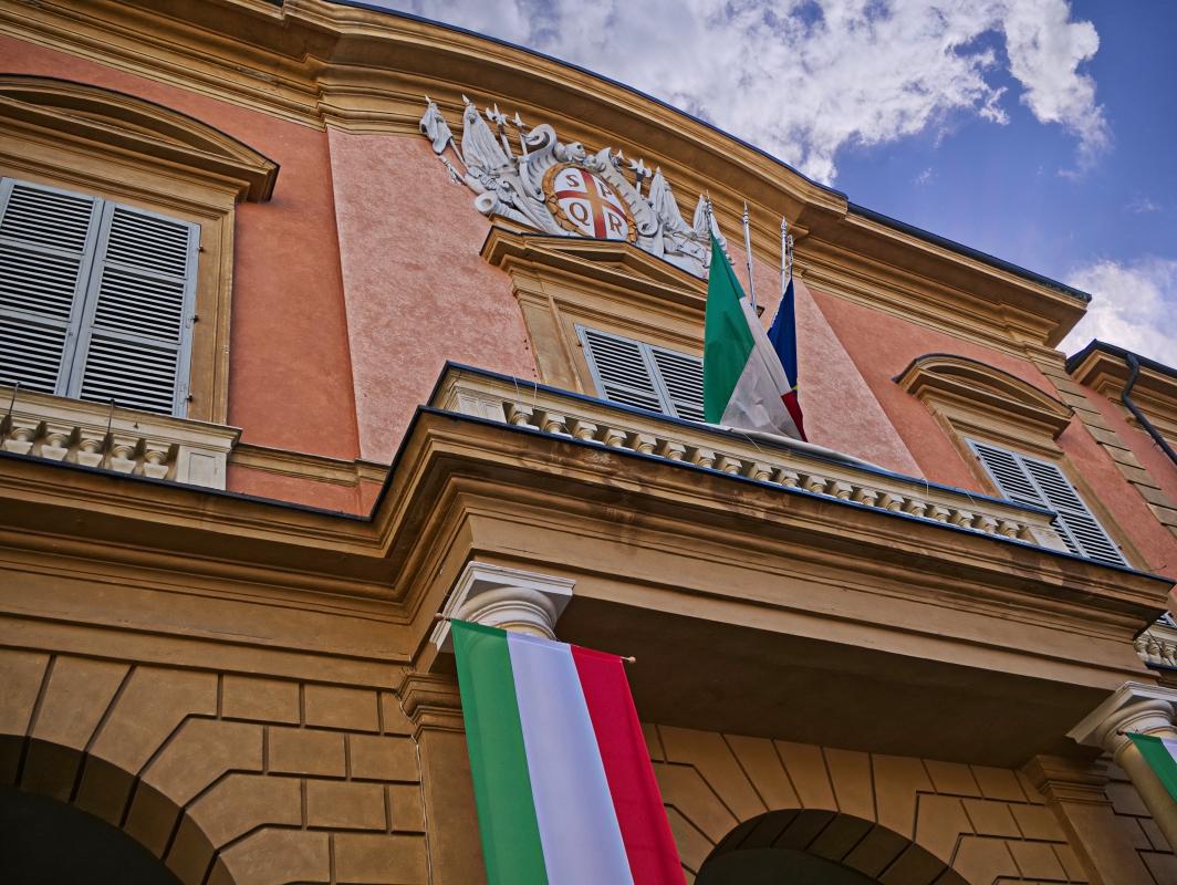 Stemma della città sul palazzo comunale - Caba2011 - Reggio nell'Emilia (RE)