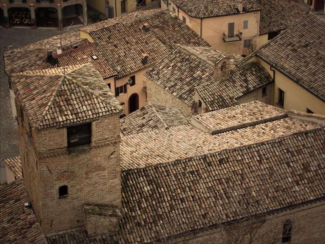 Chiesa di San Paolo dalla Rocca i tetti del borgo - LaraLally19 - Montefiore Conca (RN)