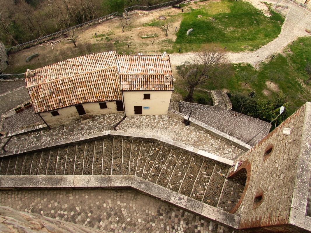 Ingresso alla rocca e la casa nella rocca - LaraLally19 - Montefiore Conca (RN)