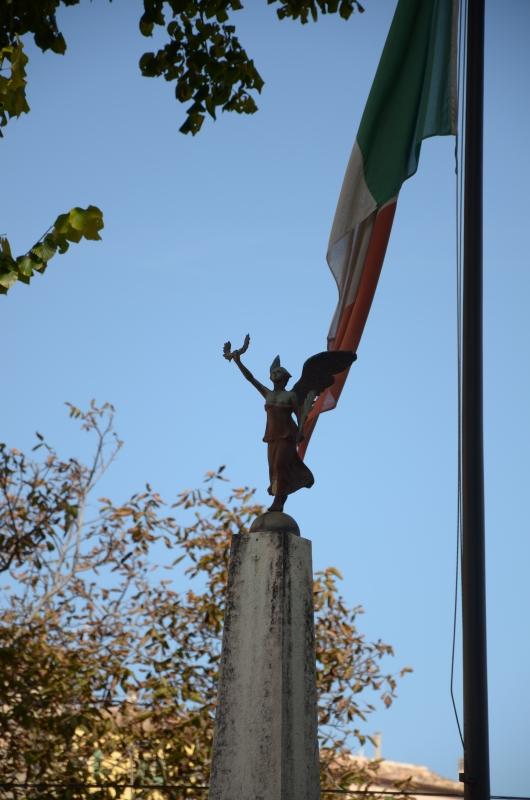 Dettaglio monumento ai caduti - Loris Temeroli - Montefiore Conca (RN)