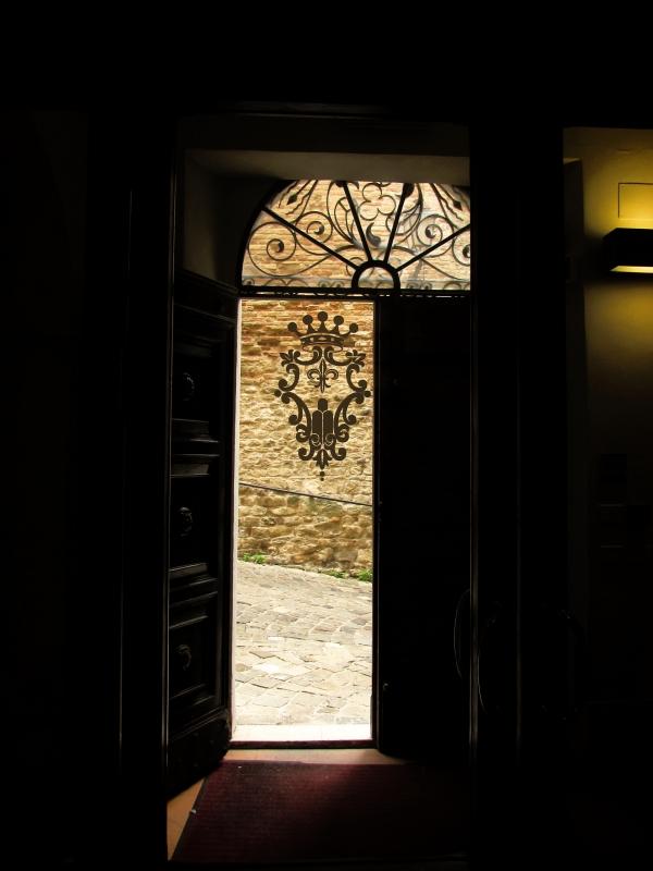 Stemma e porta del Comune - LaraLally19 - Montefiore Conca (RN)