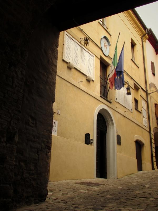 Il comune visto dalla Porta Curina - LaraLally19 - Montefiore Conca (RN)