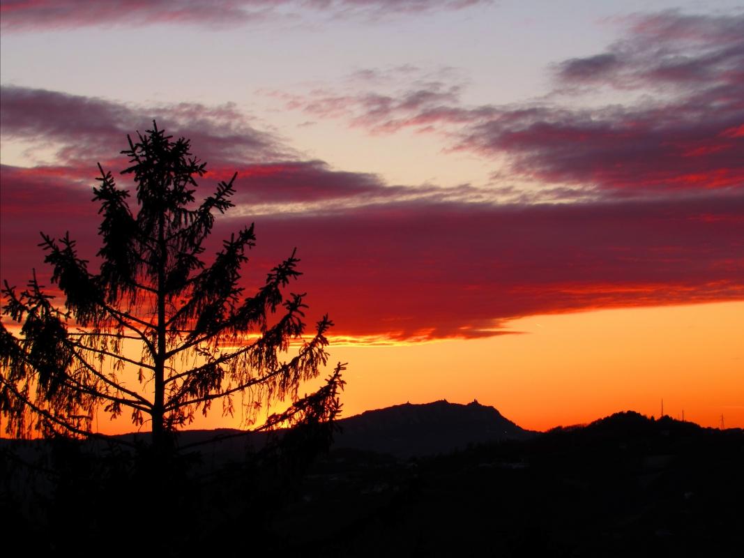 Il tramonto dal piazzale 2 giugno - LaraLally19 - Montefiore Conca (RN)
