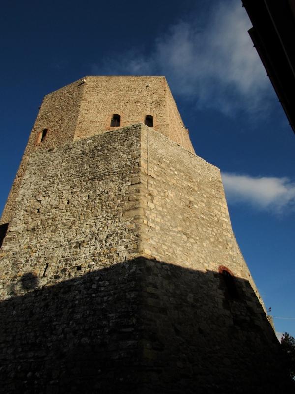 La Rocca e la sua forma unica - LaraLally19 - Montefiore Conca (RN)