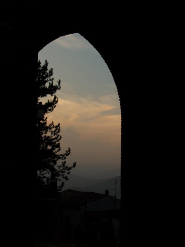 Una porta verso l'infinito di Montefiore - LaraLally19 - Montefiore Conca (RN)