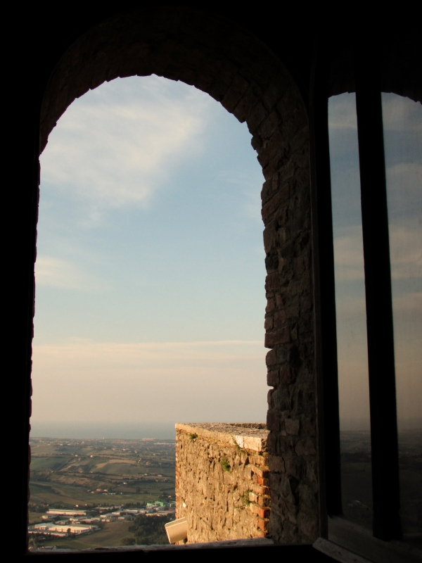 Un sospiro di infinito dalla Rocca - LaraLally19 - Montefiore Conca (RN)