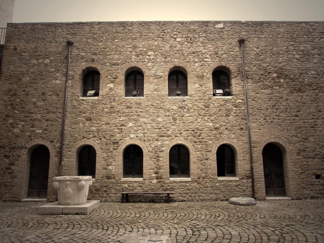 Cortile sala mostre nella Rocca - LaraLally19 - Montefiore Conca (RN)
