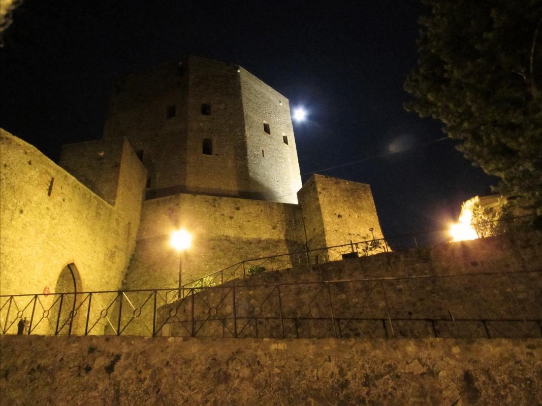 Maestosità della Rocca nella notte - LaraLally19 - Montefiore Conca (RN)