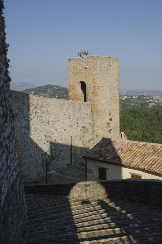 ROCCA MALATESTIANA - PARTICOLARE ESTERNO CON GRADINATE - FabioFromItaly - Montefiore Conca (RN)