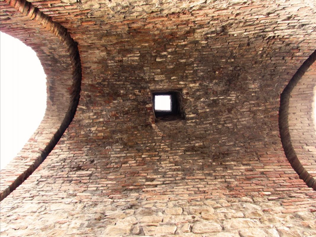 Una porta antica dove scendeva olio bollente - LaraLally19 - Montefiore Conca (RN)