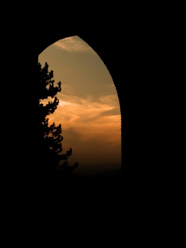 Una porta antica al tramonto in via Roma - LaraLally19 - Montefiore Conca (RN)