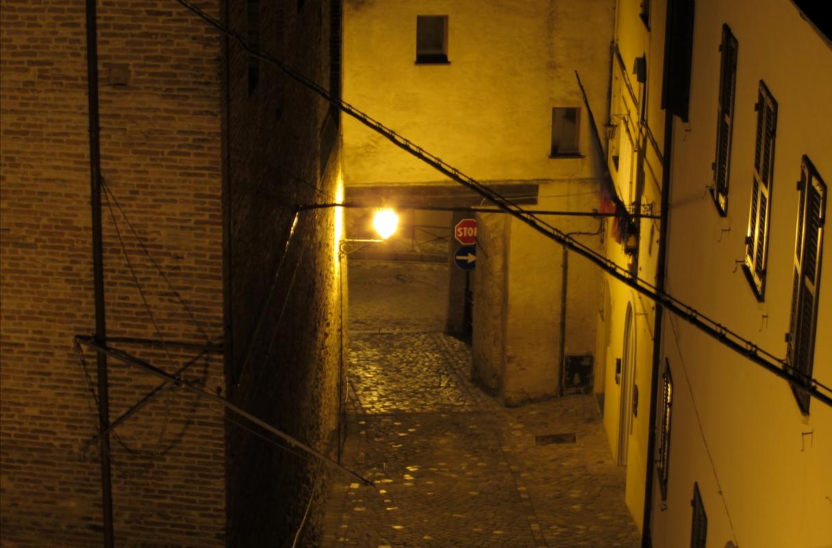 Inizio di via Roma con la porta Curina - LaraLally19 - Montefiore Conca (RN)