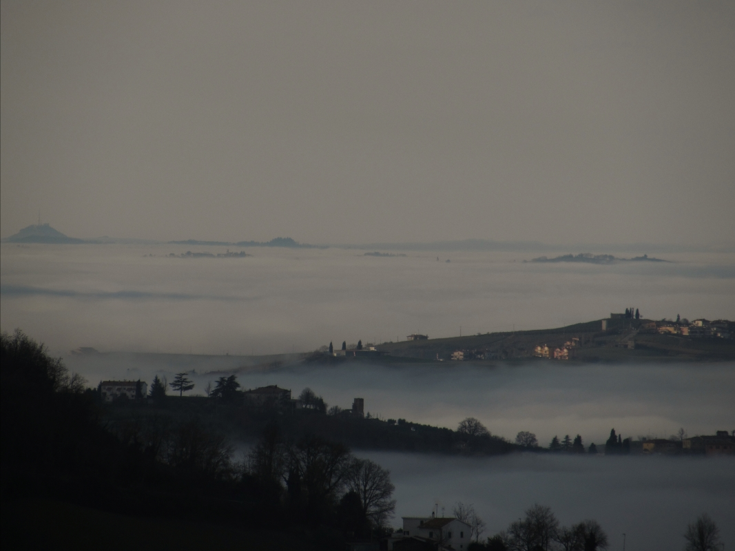 Una vista unica con la nebbia - Larabraga19 - Montefiore Conca (RN)
