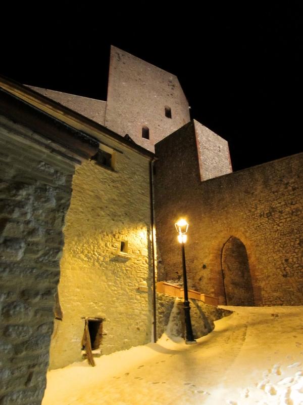 La grandezza di una fortezza che non conosce tempo avvolta nella magia della neve - Larabraga19 - Montefiore Conca (RN)