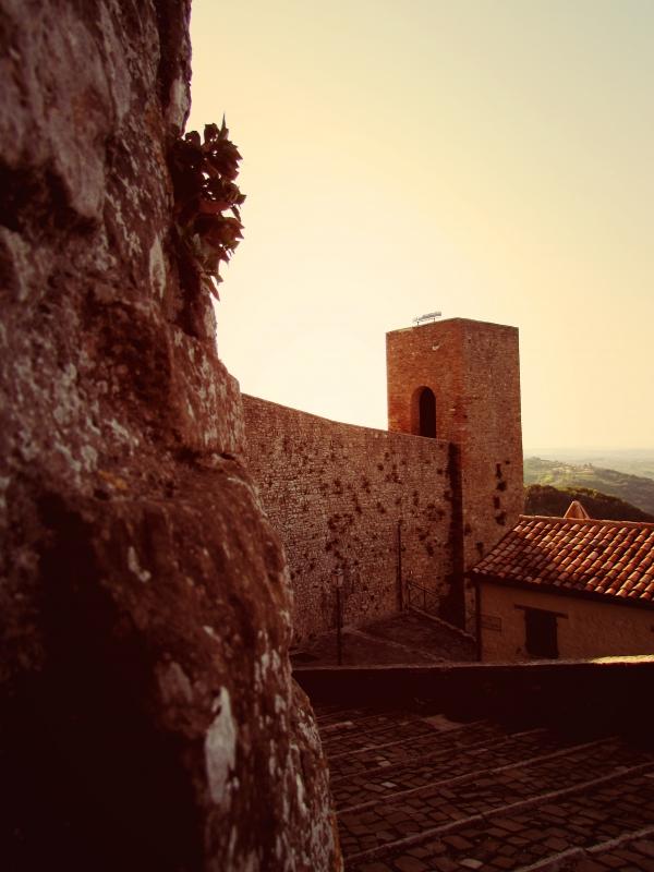 Antiche luci riflettono gli antichi racconti della Rocca - Larabraga19 - Montefiore Conca (RN)