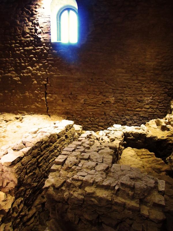 Antiche pietre nella Rocca - Larabraga19 - Montefiore Conca (RN)
