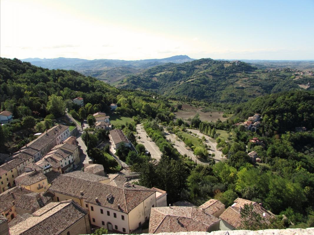 Panorama dalla terrazza alta della Rocca - Larabraga19 - Montefiore Conca (RN)