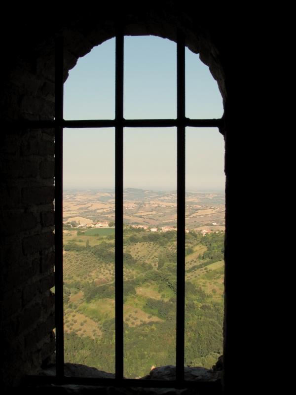 Ogni finestra, un mondo diverso - Larabraga19 - Montefiore Conca (RN)