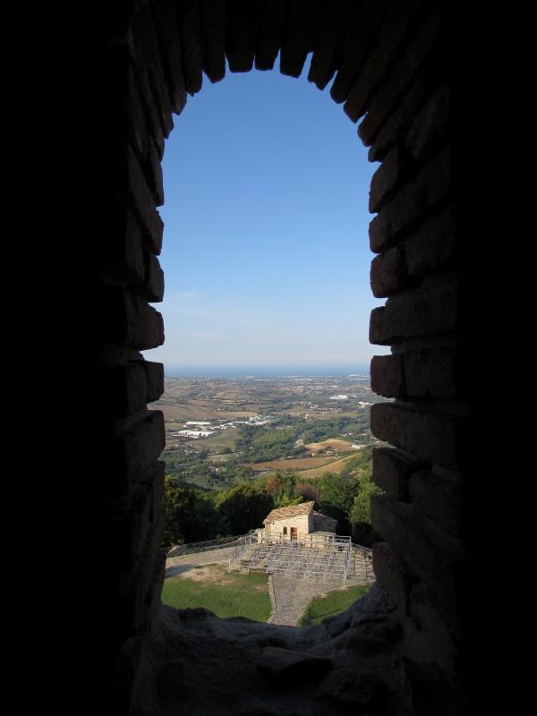 Lo sguardo spazia su tutta la riviera romagnola - Larabraga19 - Montefiore Conca (RN)