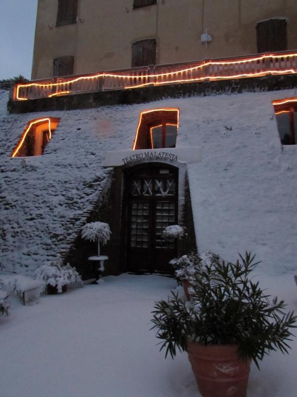 Teatro di Montefiore con la neve - Larabraga19 - Montefiore Conca (RN)