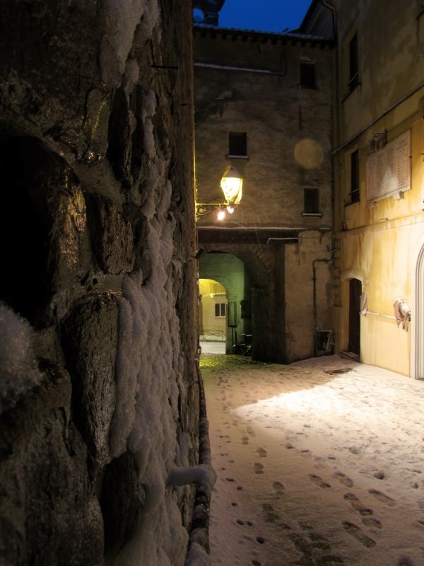 Riflessi di neve tra antiche pietre - Larabraga19 - Montefiore Conca (RN)