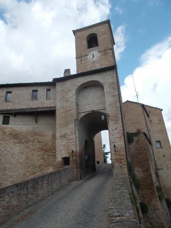 Entrata al castello - Baroxse - Montegridolfo (RN)
