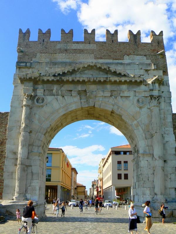 Arco di Augusto - Rimini - facciata NW - Paperoastro - Rimini (RN)