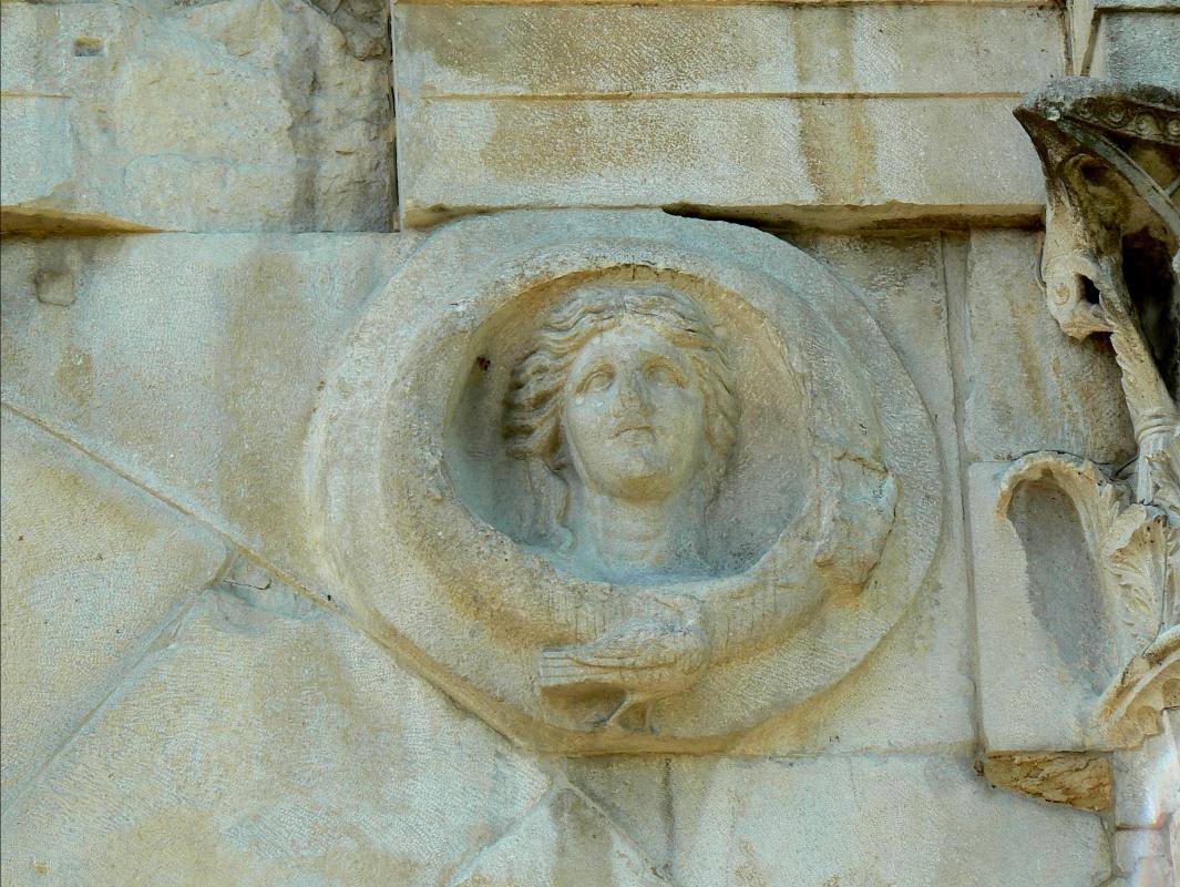 Arco di Augusto - Rimini - facciata NW - particolare 1 - Paperoastro - Rimini (RN)