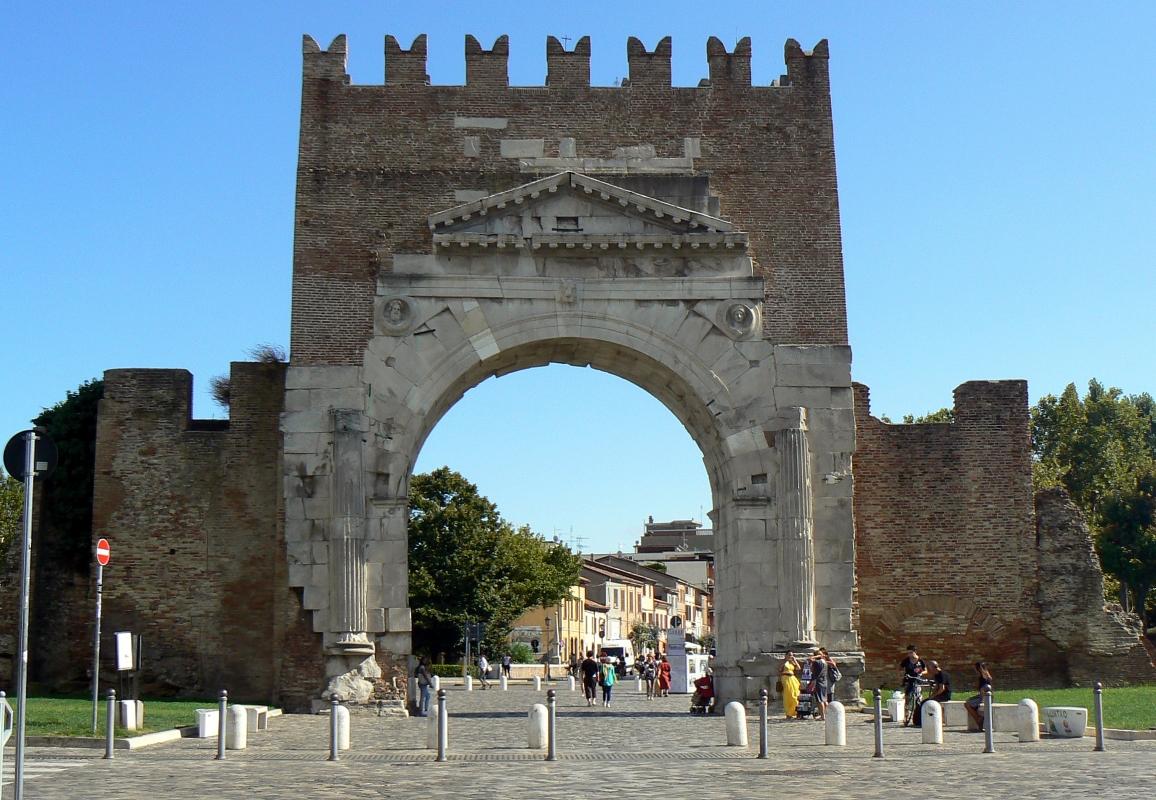 Arco di Augusto - Rimini - facciata SE - Paperoastro - Rimini (RN)