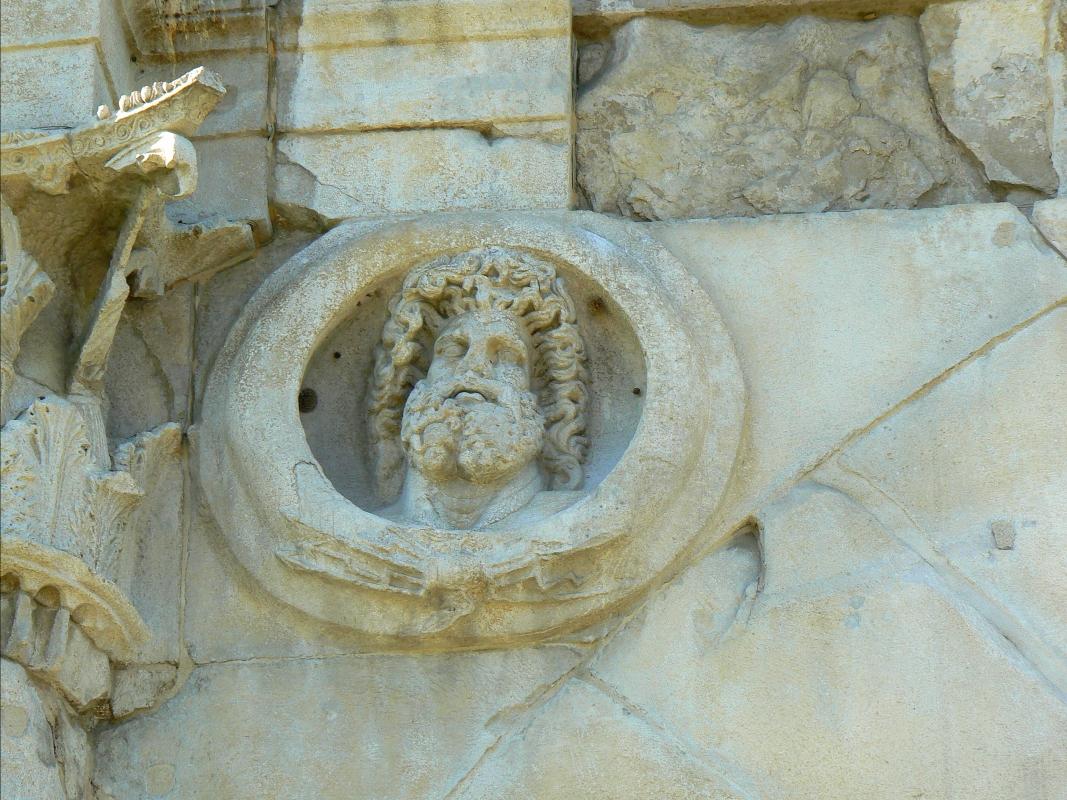 Arco di Augusto - Rimini - facciata NW - particolare 3 - Paperoastro - Rimini (RN)