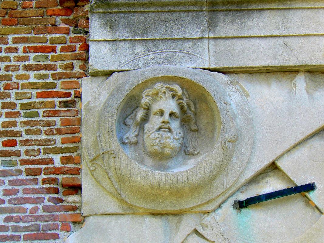 Arco di Augusto - Rimini - facciata SE - particolare 1 - Paperoastro - Rimini (RN)