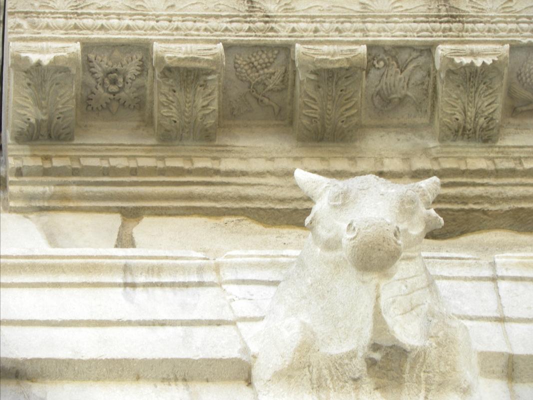 Il TORO e le formelle scolpite dell'ARCO d'AUGUSTO di RIMINI - Claudio CASADEI - Rimini (RN)