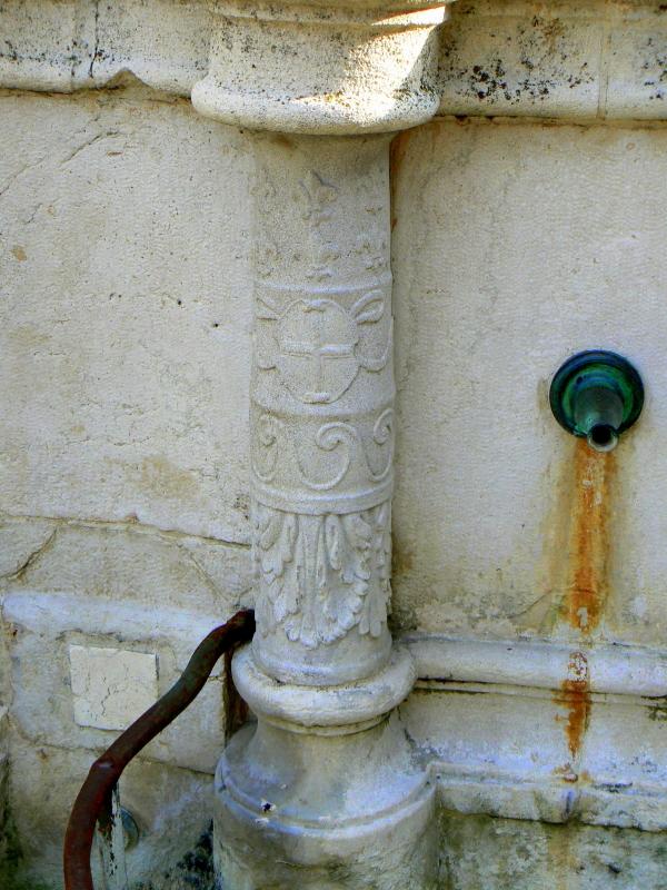 Particolare fontana della pigna - Rimini 4 - Paperoastro - Rimini (RN)