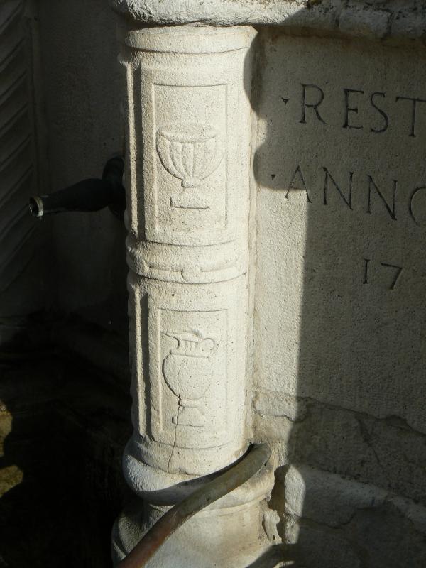 Particolare fontana della pigna - Rimini 9 - Paperoastro - Rimini (RN)