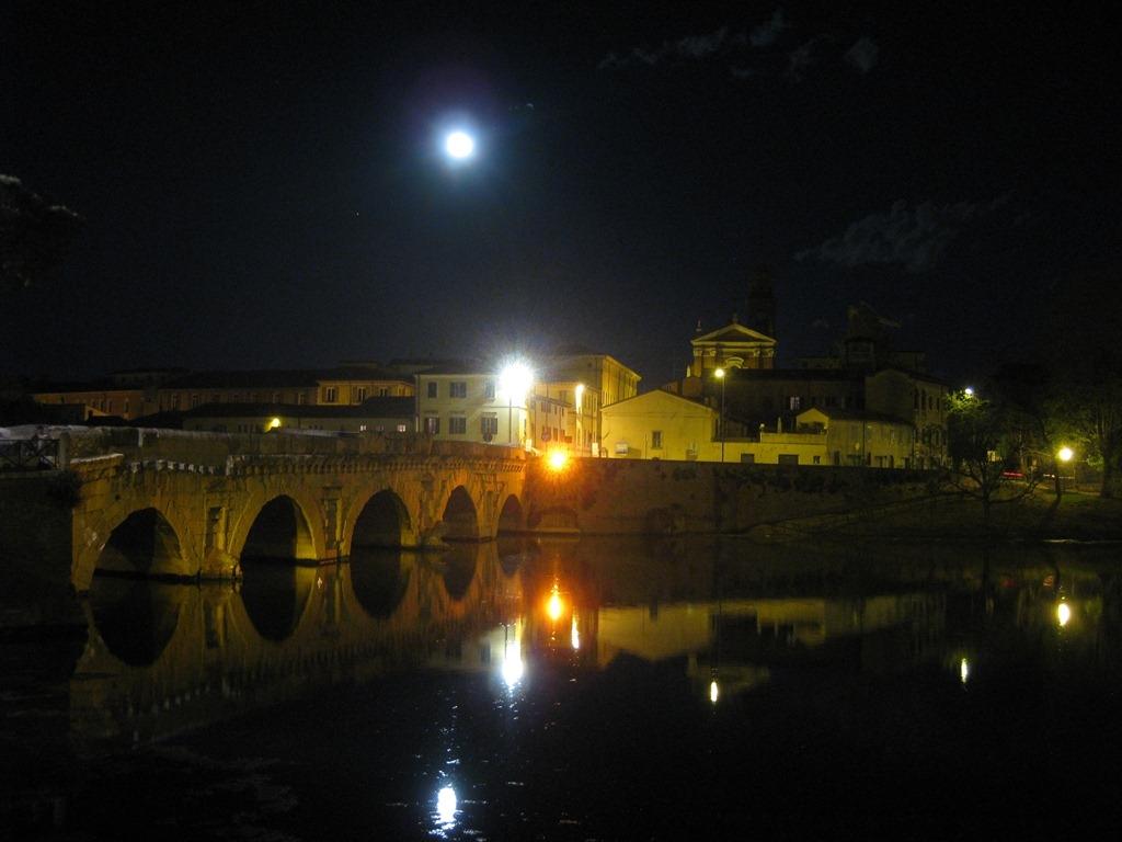 Ponte di Tiberio e scorcio di Rimini - by night - Maxy.champ - Rimini (RN)