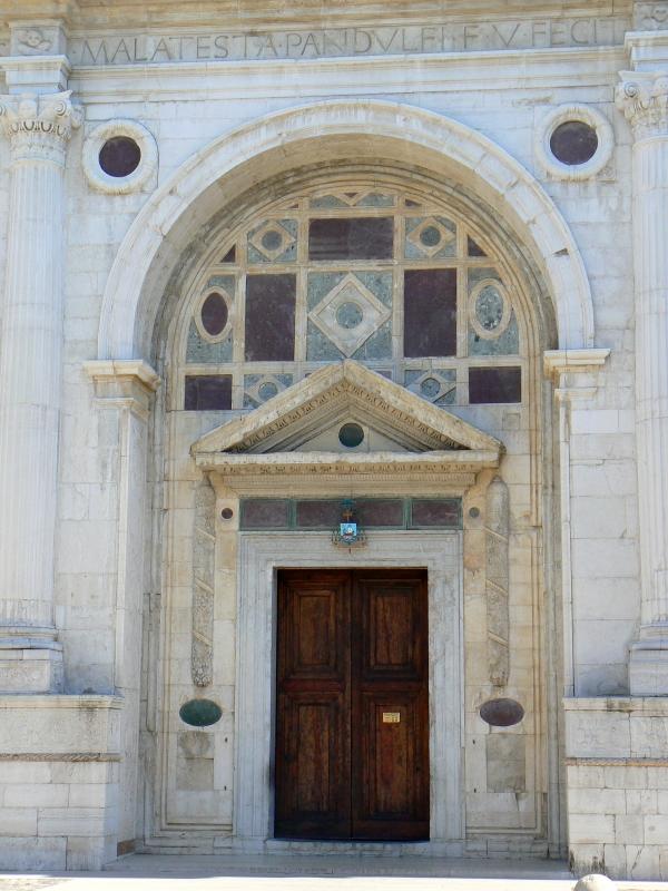 Ingresso tempio Malatestiano - Rimini - Paperoastro - Rimini (RN)