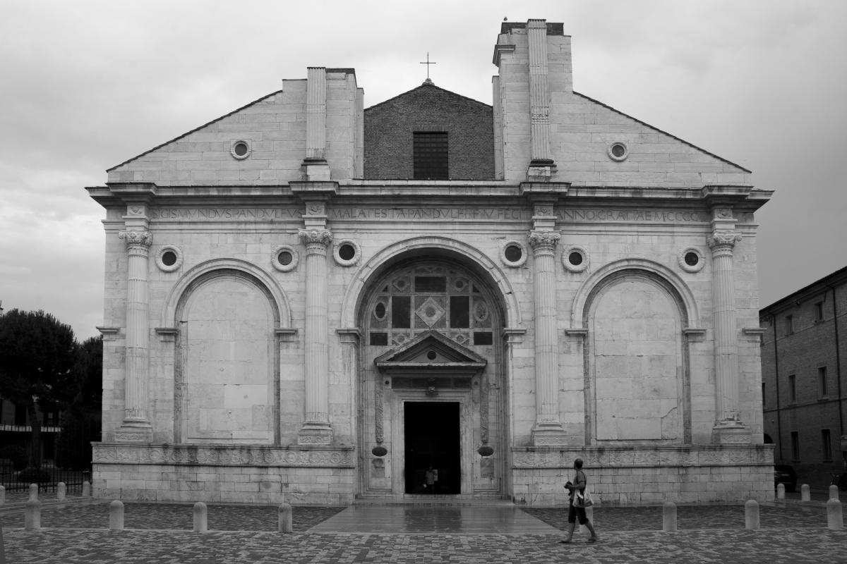 Tempio malatestiano in bianco e nero - Runrobirun - Rimini (RN)