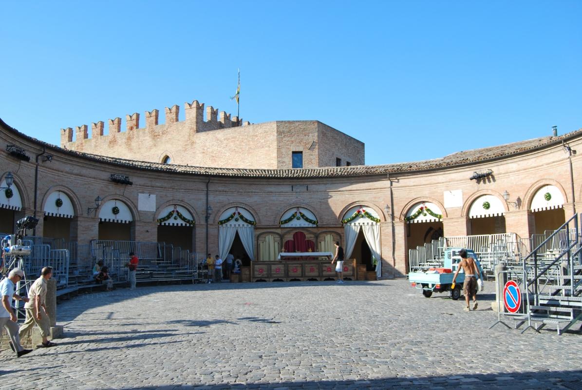 Il loggiato di Mondaino in occasione del Palio del Daino - Chiari86 - Mondaino (RN)
