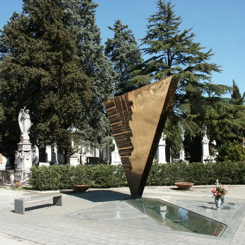 Wikilovesmonuments2016 - cimitero monumentale tomba Fellini e Masina (Pomodoro) - Emilio Salvatori - Rimini (RN)