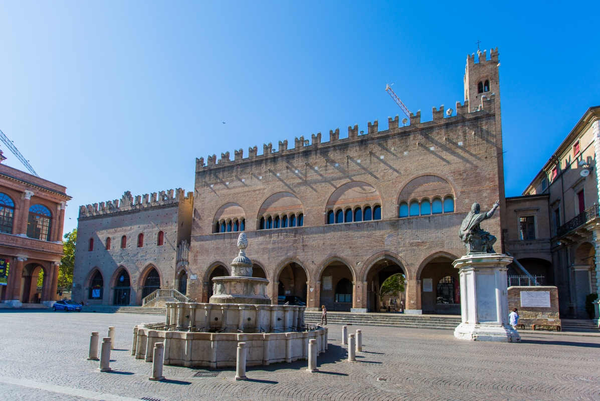 Rimini Piazza Cavour Fontana della Pigna - Laura Monetini - Rimini (RN)