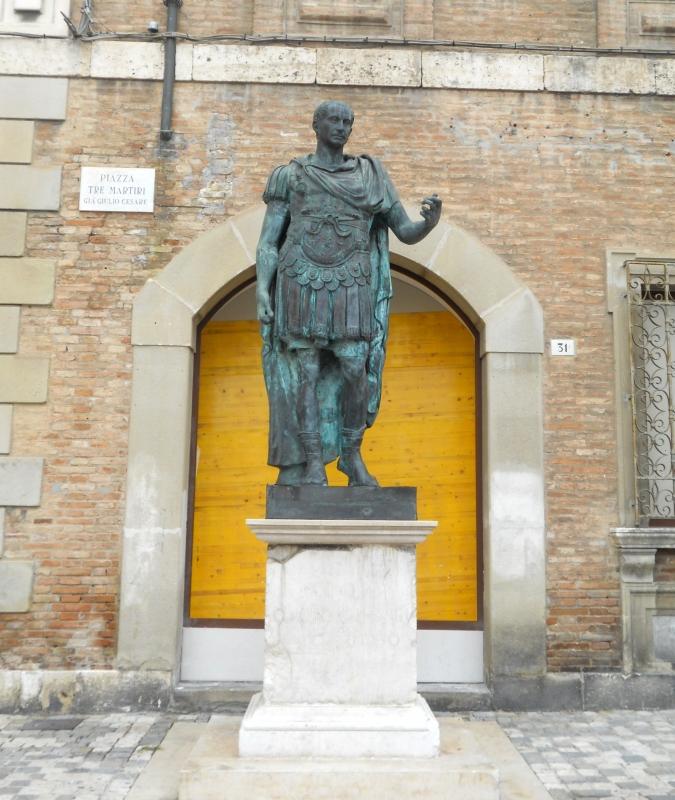 Rimini Statua di Cesare 2 - Paperoastro - Rimini (RN)