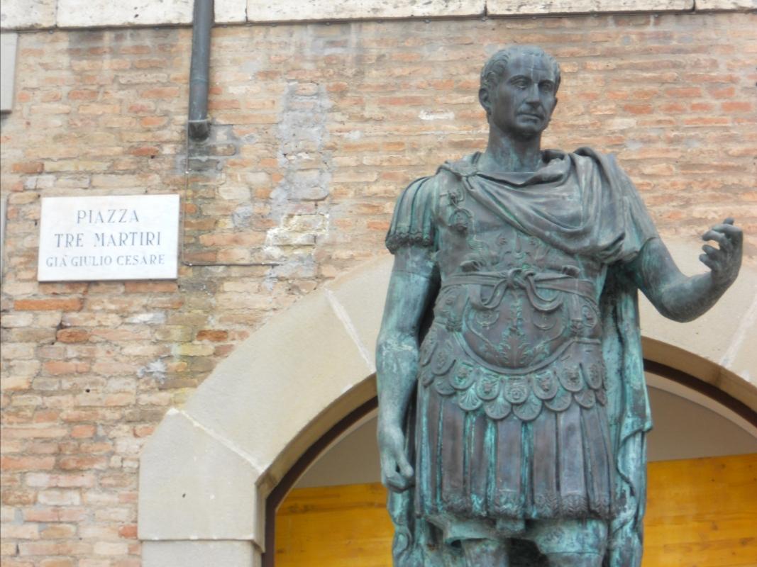 Rimini Statua di Cesare particolare - Paperoastro - Rimini (RN)