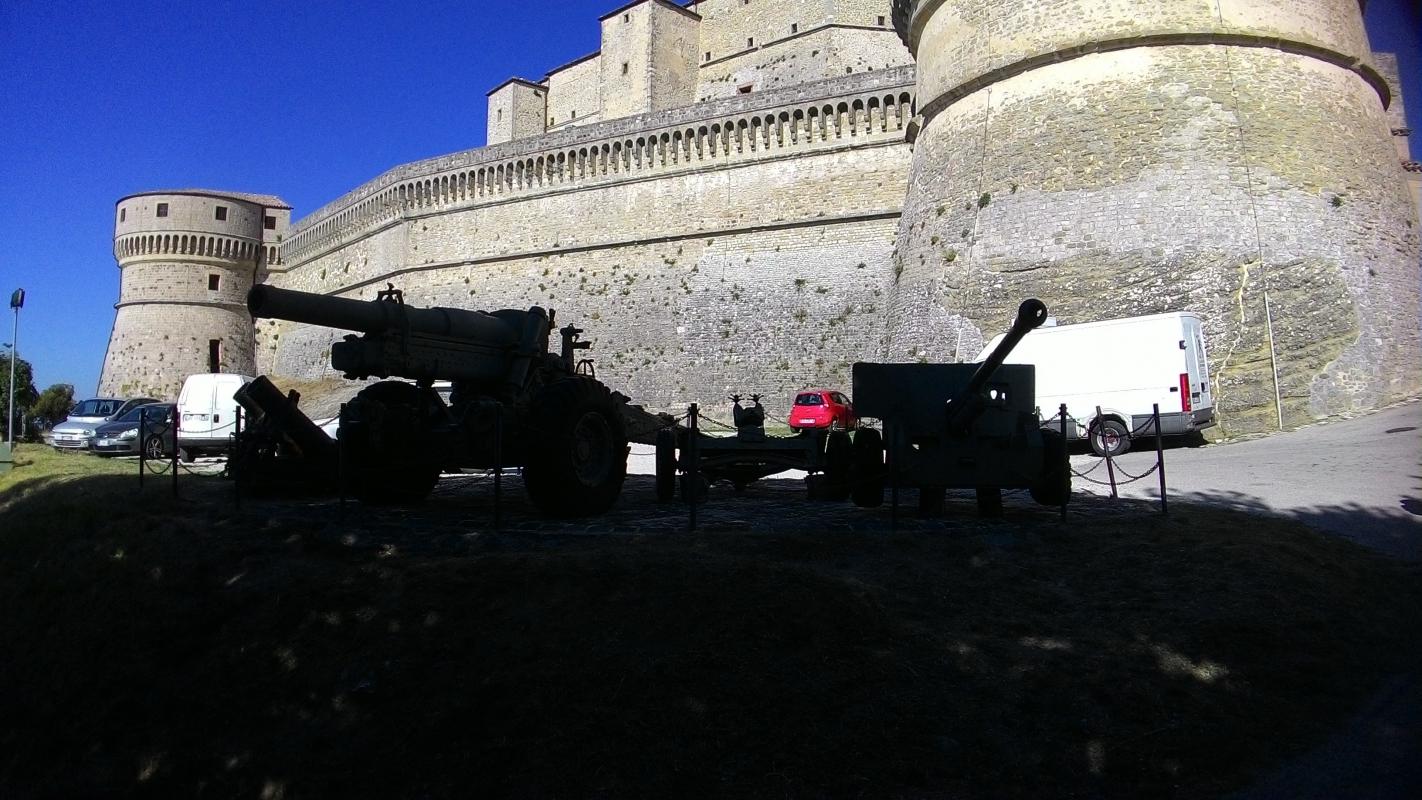 Rocca di San Leo, cannoni e mura esterne - Fringio - San Leo (RN)