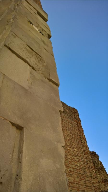 Dettaglio colonna di sinistra Arco di Augusto, Rimini - Supermabi - Rimini (RN)
