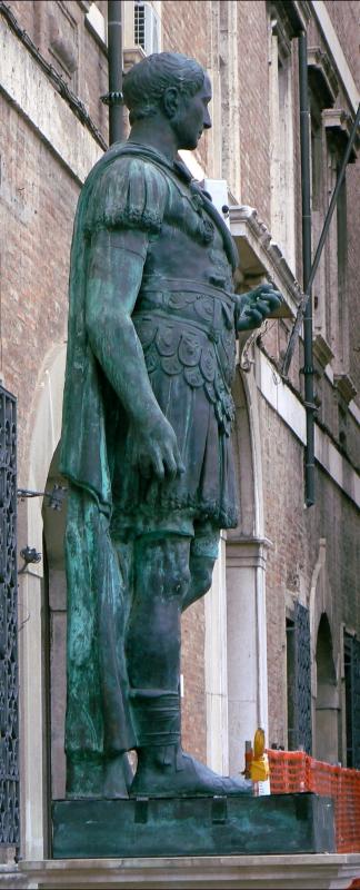 Rimini profilo statua di Giulio Cesare 1 - Paperoastro - Rimini (RN)