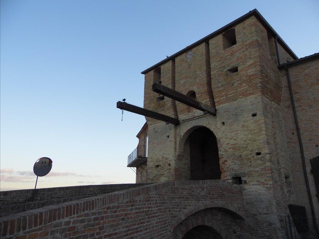 Torre Portaia d'ingresso al castello di Mondaino - Thomass1995 - Mondaino (RN)