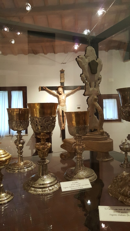 Opere del Museo di Saludecio. Calici e Crocifisso - Marco Musmeci - Saludecio (RN)