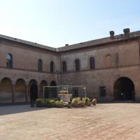 Bentivoglio, Castello, cortile interno con pozzo - Cinzia Malaguti - Bentivoglio (BO)