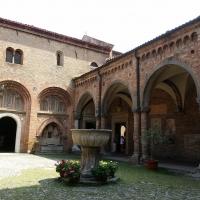 Particolare del chiostro all'interno della basilica di Santo Stefano, Bologna - Chiari86 - Bologna (BO)